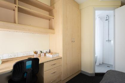 Halifax College standard ensuite bedroom