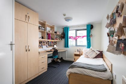 Vanbrugh College standard ensuite bedroom