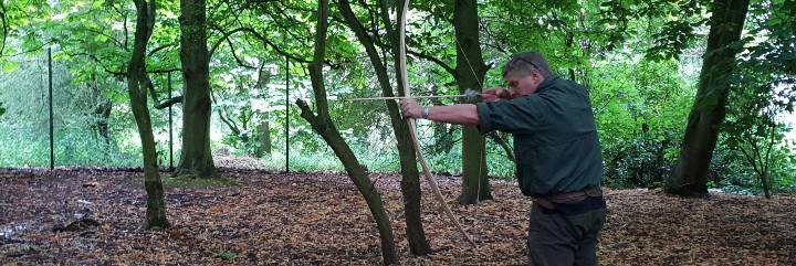 Ray Mears using a bow and arrow