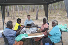 Weipa women at the sorting table at Wathayn