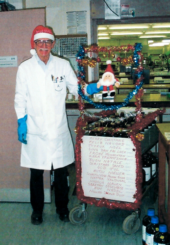 Image: Derek Barrett does a multi-lingual Christmas solvent run