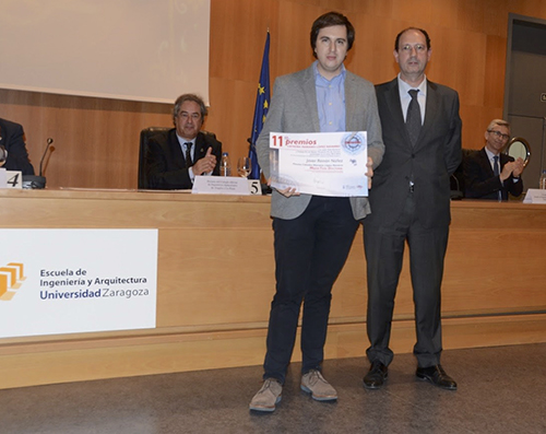 Javier Remon Nunez with his thesis prize.