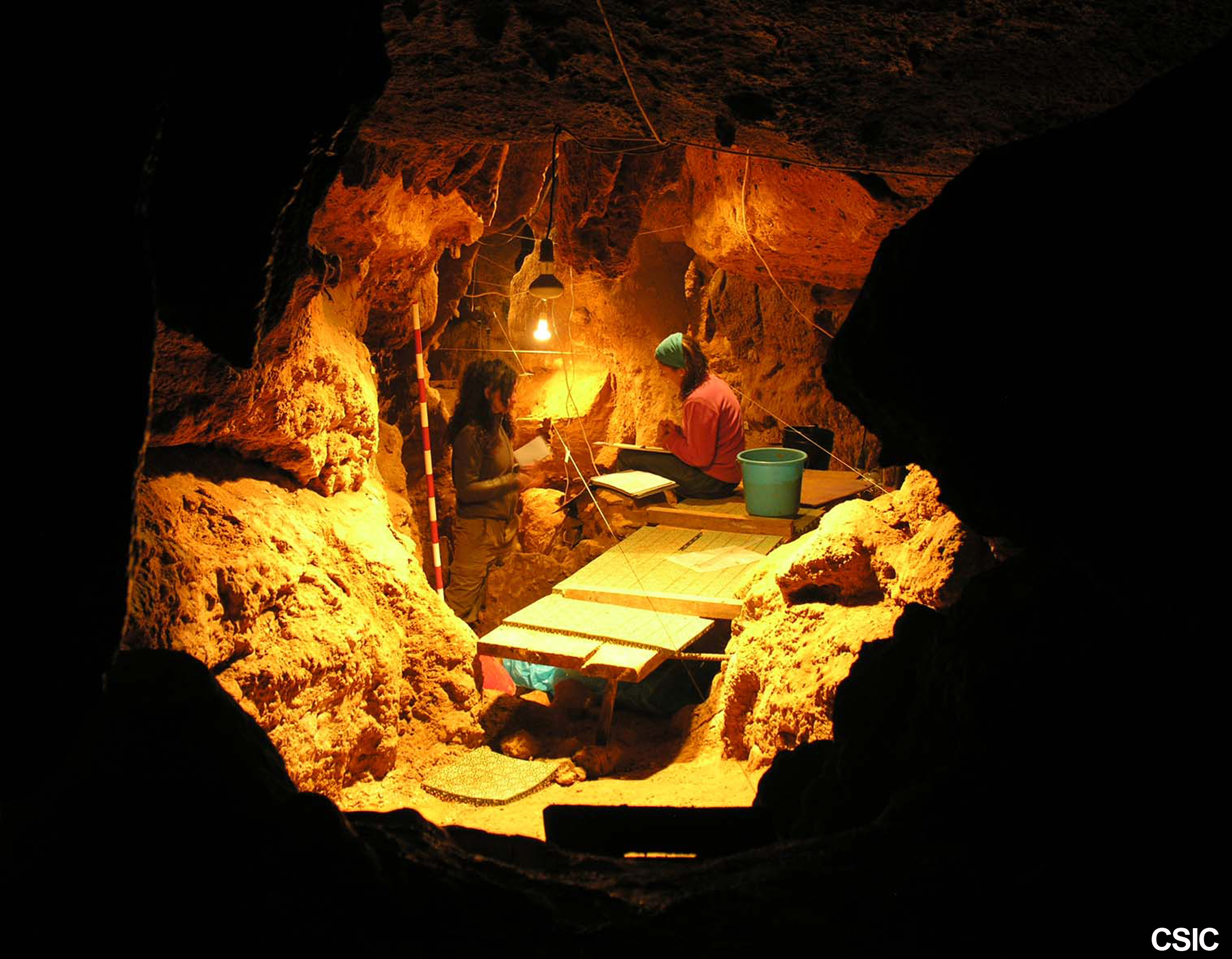 Image: Researchers working in El Sidrón Cave. Credit: CSIC Comunicación