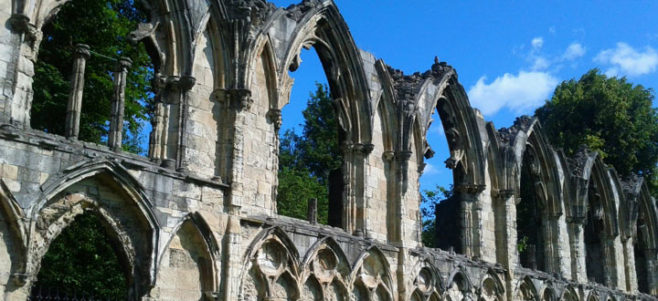 St Mary's Abbey (cropped). Credit: Cowrin (Flickr - CC BY-NC 2.0)